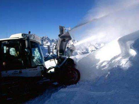 Buid into snow